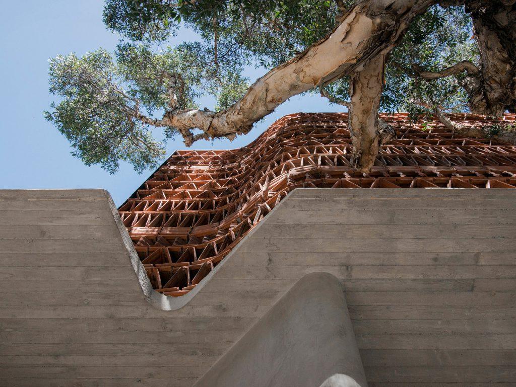 The Beehive – Kiến trúc độc đáo từ vật liệu tái chế – Ngói lợp đất nung